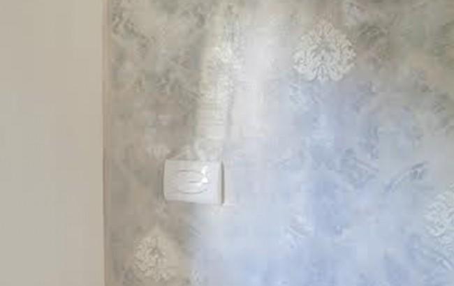 Piastrelle bagno damascate. collezioni. grigio. mosaico di vetro